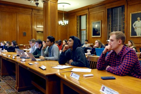 Student government nominates treasurers, elects committee chairs