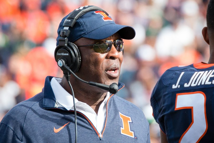 Illinois+head+coach+Lovie+Smith+talks+to+his+team+during+a+timeout+in+the+game+against+Michigan+State+at+Memorial+Stadium+on+Saturday%2C+November+5.+The+Illini+won+31-27.