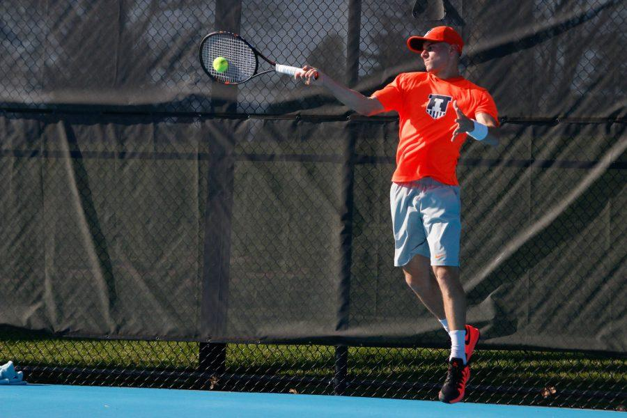 Illinois%27+Aron+Hiltzik+%28So.%29+hits+the+ball+back+during+the+game+against+Michigan+State+at+Atkins+Tennis+Center+on+Friday%2C+Apr.+15%2C+2016.+The+Illini+won+4-0.