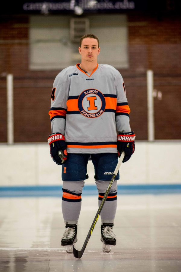 Illinois+hockey+forward+Chris+Lozinak+looks+to+his+grandfather+for+support.+