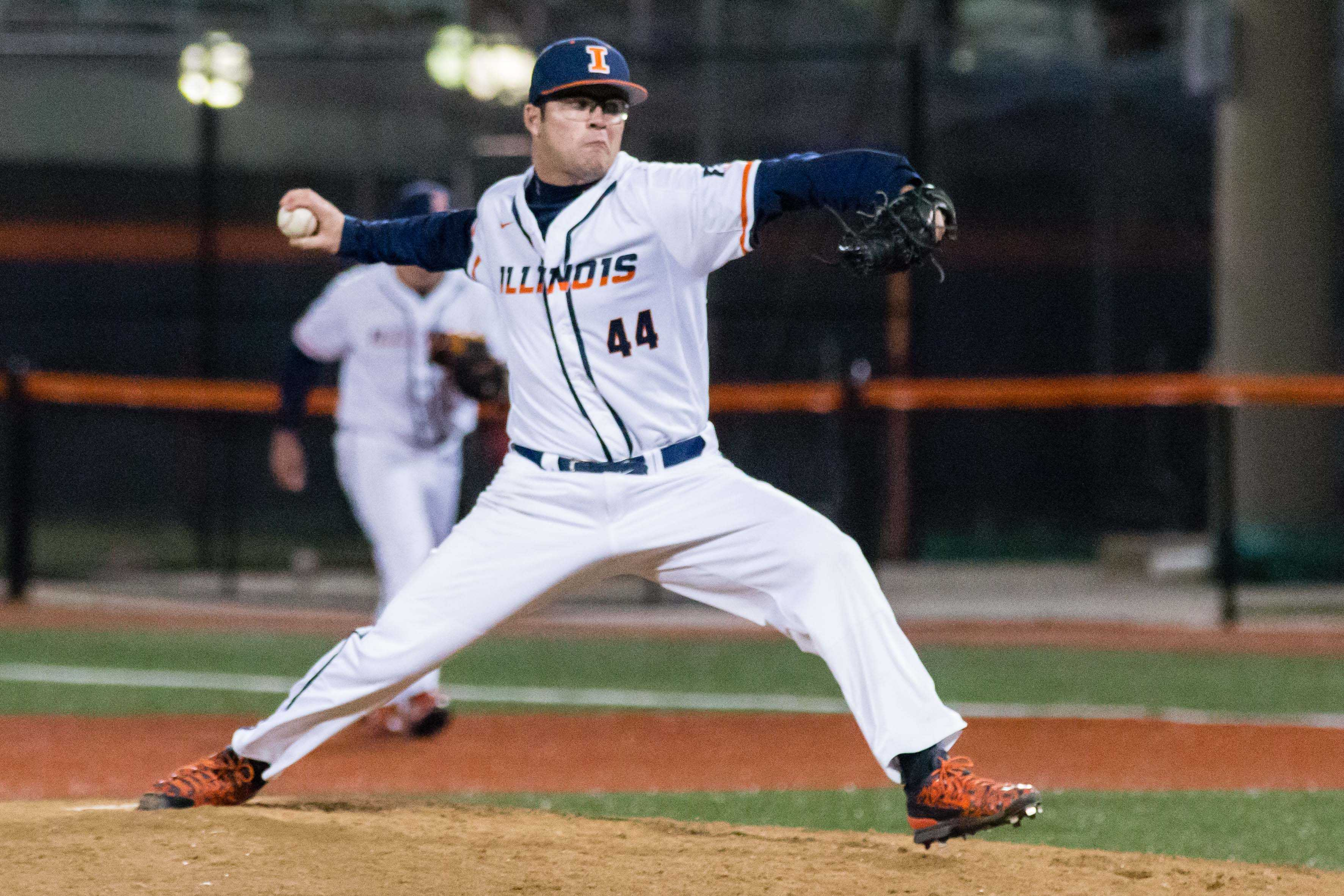 Illinois' Quentin Sefcik pitches in the game against ISU on April 12.