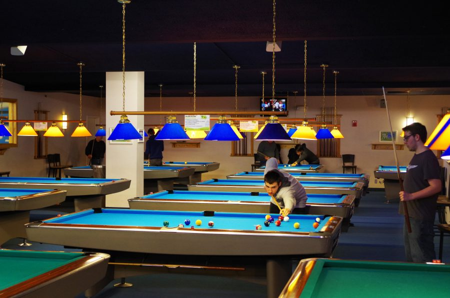 Students+receive+pool+lessons+in+the+Rec+Room+in+the+Illini+Union+every+Monday+night+for+7+weeks+for+%2450.+