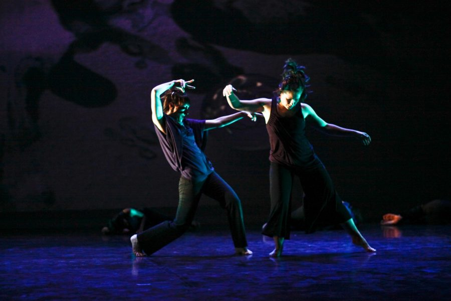 Dance+students+rehearse+for+February+Dance%2C+which+has+integrated+technological+advancements+so+the+audience+can+interact+with+dancers.+The+show+will+be+performed+Thursday+through+Saturday+at+the+Krannert+Center+for+the+Performing+Arts.