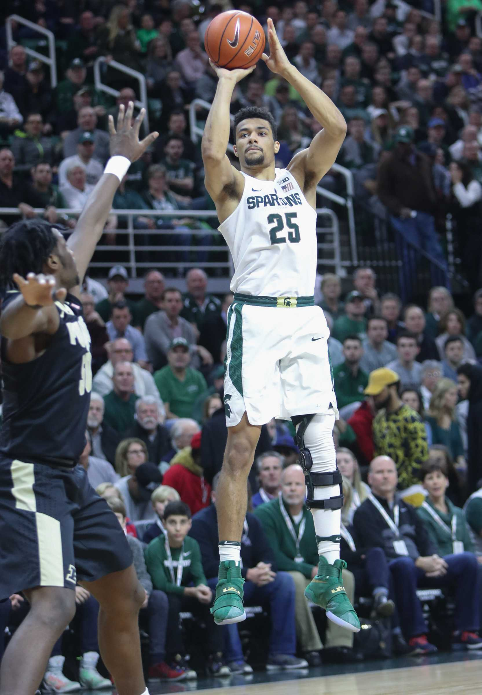 Michigan State's Kenny Goings (25) scores against Purdue's Caleb Swanigan during the first half on Tuesday, Jan. 24, 2017, at the Breslin Center in East Lansing, Mich. Purdue won, 84-73. (Kirthmon F. Dozier/Detroit Free Press/TNS)