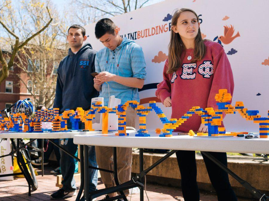 Members of Illini Building Bridges, a newfound RSO, educating the campus about their desire to open a cross-cultural dialogue for all groups on the Main Quad. Wendnesday, April 13, 2016.