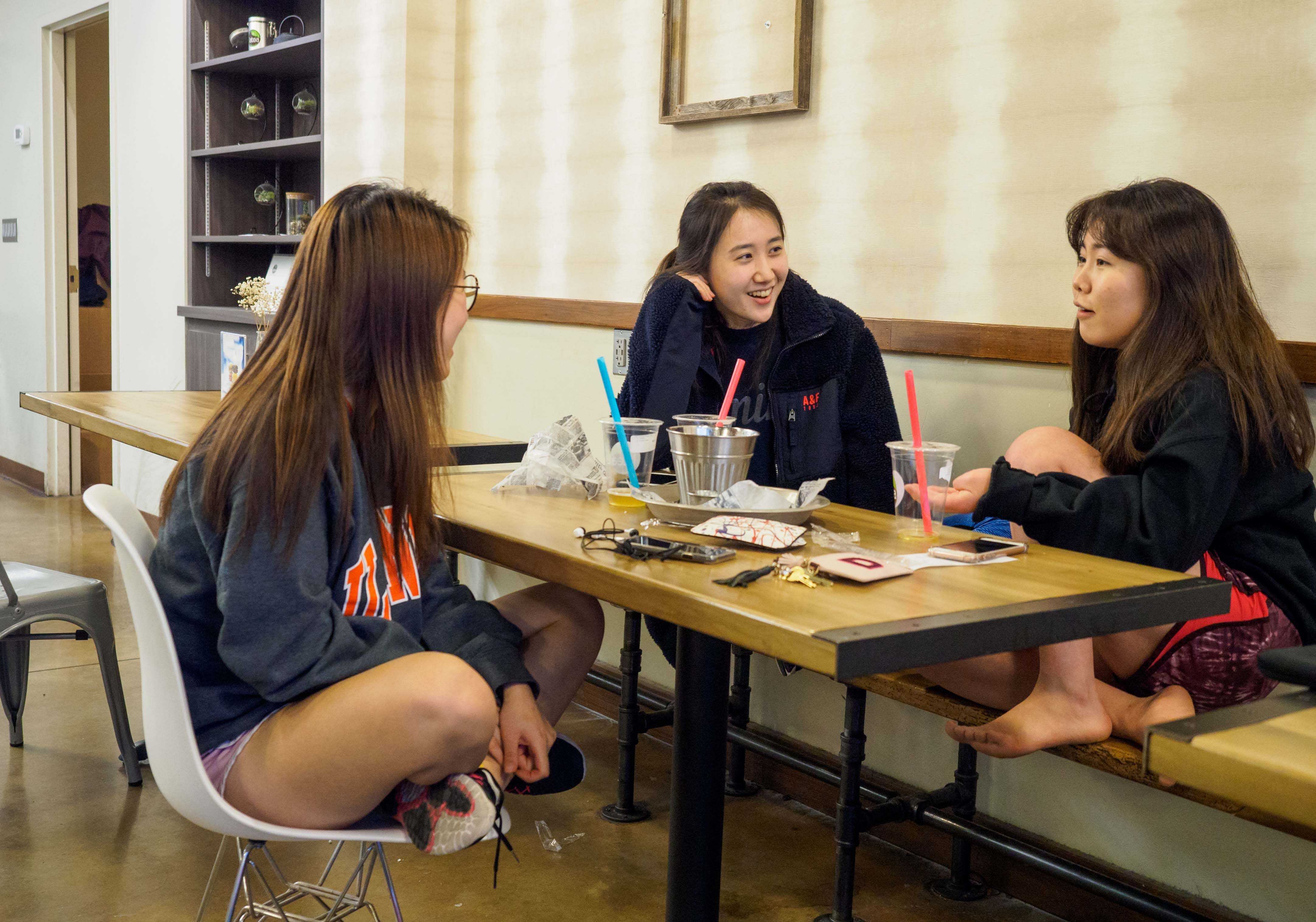 Students chat at the Latea Bubble Tea shop on Sunday, March 26. Some students prefer LaTea now that ChaTime is closed.