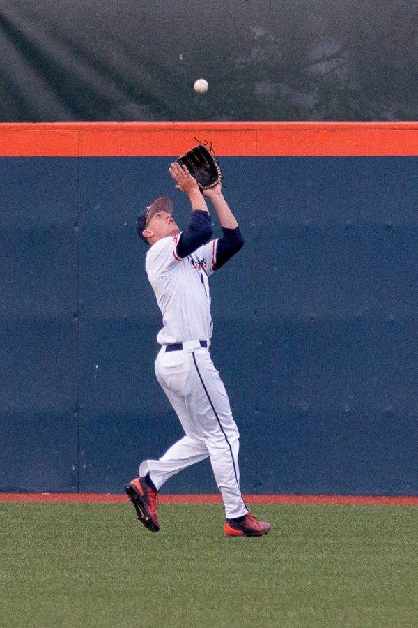 Illinois+center+fielder+Doran+Turchin+gets+ready+to+catch+a+fly+ball+during+the+game+against+Eastern+Illinois+at+Illini+Field+on+Tuesday%2C+April+5.+The+Illini+won+9-7.