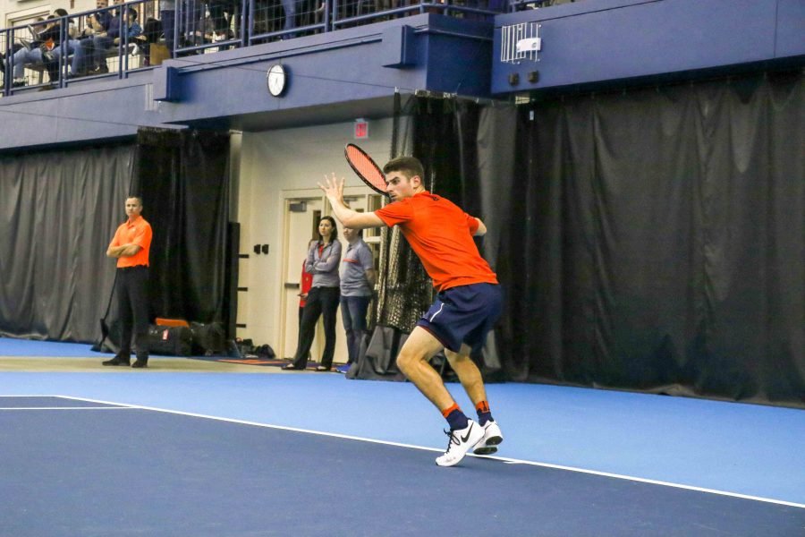 Illinois%27++Aron+Hiltzik+prepares+to+hit+a+forehand+against+Kentucky+on+Feb.+24+at+the+Atkins+Tennis+Center.+The+team+will+take+on+Michigan+and+Michigan+State+on+the+road+this+weekend.
