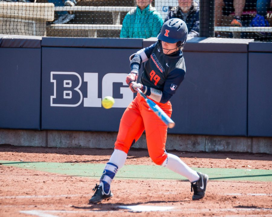 Illinois%E2%80%99+Annie+Fleming+takes+a+swing+against+Minnesota+on+Saturday.+The+Illini+left+the+series+with+one+win.