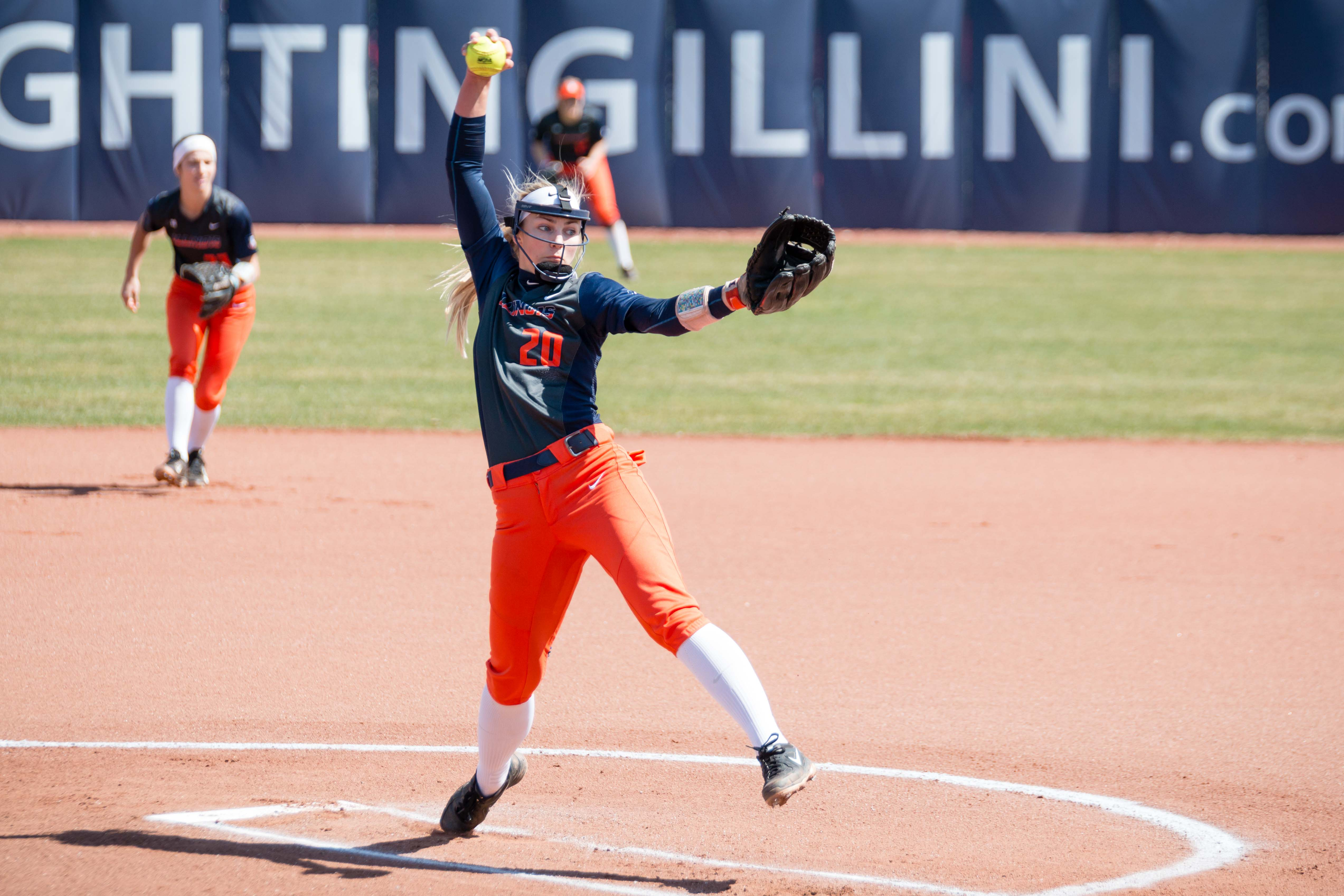 Illinois starting pitcher Breanna Wonderly delivers a pitch against Minnesota on April 1.