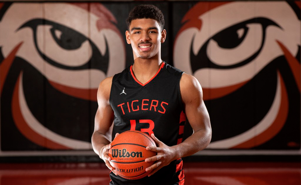 Four-star guard Mark Smith committed to Illinois Wednesday. He is head coach Brad Underwood's first commit.