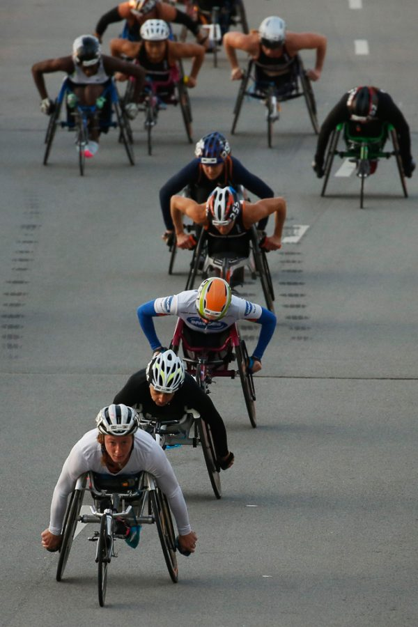 Women's wheelchair participant Tatyana McFadden (251) leads the women participants at the start of the race down down Columbus Drive in Chicago, Ill during the Bank of America Chicago Marathon on Sunday, Oct. 9, 2016. (Jose M. Osorio/Chicago Tribune/TNS)