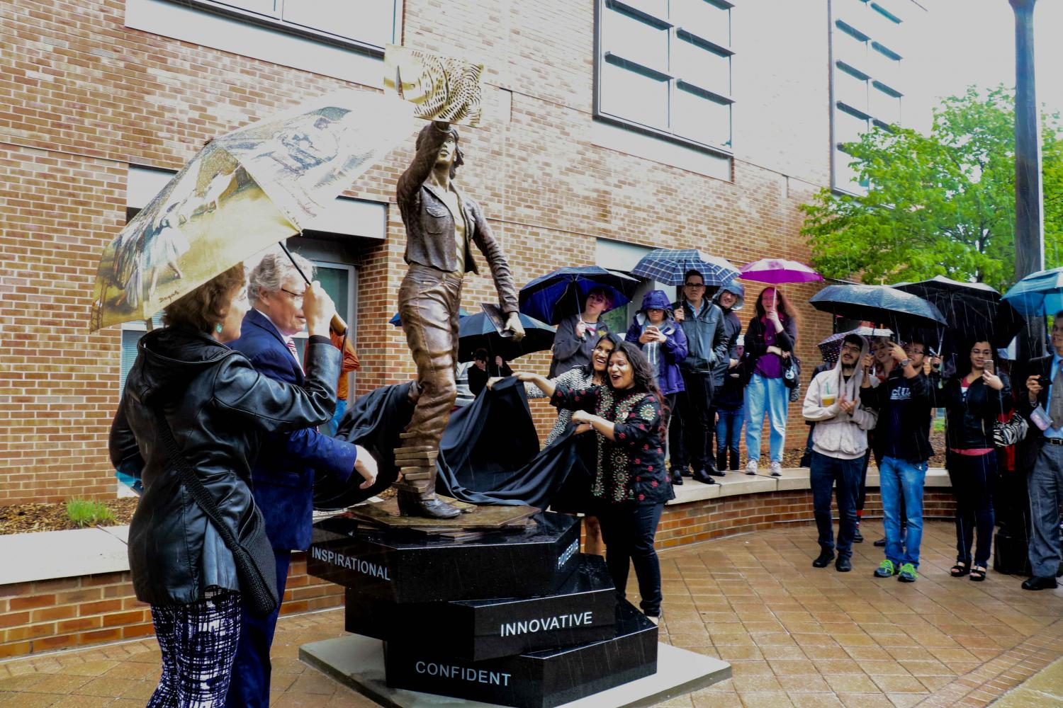 A+statue+honoring+women+in+engineering+titled+%E2%80%9CThe+Quintessential+Engineer%E2%80%9D+is+unveiled+on+the+Engineering+Quad+on+Friday.+Columnist+Saketh+Vasamsetti+thinks+students+should+pay+more+attention+to+campus+donations+from+other+classes+and+faculty+members.