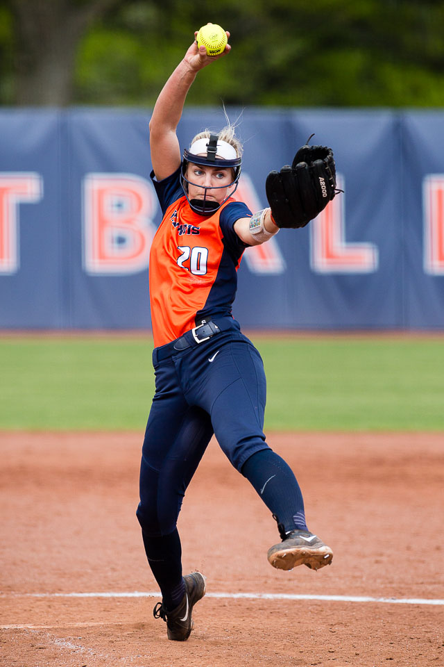 Illinois%27+starting+pitcher+Breanna+Wonderly+%2820%29+delivers+a+pitch+against+Ohio+State+at+Eichelberger+Field+on+Saturday%2C+May+6.+