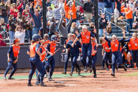 Evans breaks home run record as Illinois drops weekend series against Ohio State