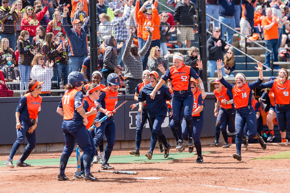 The+Illinois+softball+team+runs+out+to+celebrate+Nicole+Evans+breaking+the+school+home+run+record+against+Ohio+State+at+Eichelberger+Field+on+Saturday%2C+May+6.+