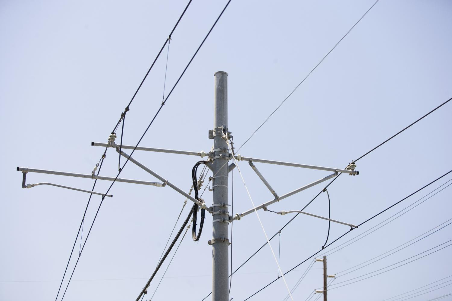 Ameren+has+reported+multiple+power+outages+Tuesday+morning.+It+currently+has+a+service+crew+assigned+to+the+project.+