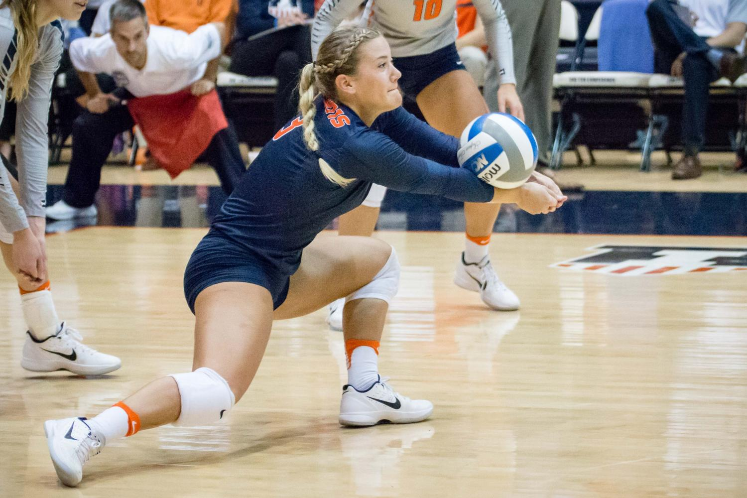 Illinois%27+Brandi+Donnelly+passes+the+ball+during+the+match+against+Northwestern+at+Huff+Hall+on+Oct.+15%2C+2916.+Donnelly%2C+the+only+senior+on+the+team%2C+will+bring+veteran+advice+to+her+teammates.+