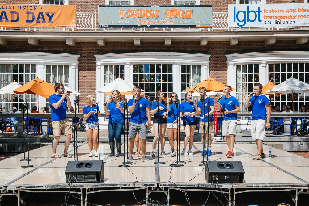 No+Comment%2C+a+16-member+co-ed+a+cappella+group%2C+performing+on+Quad+Day+near+the+Illini+Union+on+Sunday%2C+Aug.+21%2C+2016.