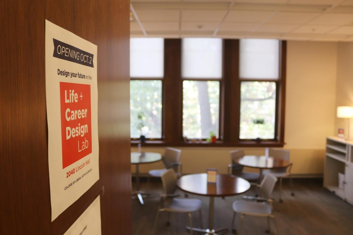 College+of+LAS+sets+to+open+a+new+career+lab+to+help+undergraduates+with+internships%2C+peer+advising%2C+computer+and+printer+access%2C+and+more.+The+Life+%2B+Career+Design+Lab+is+set+to+open+Oct.+2+in+room+2040+in+Lincoln+Hall.+