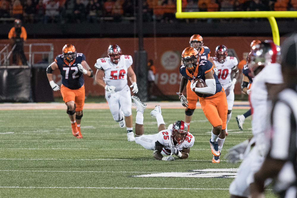 Freshman tight end Louis Dorsey breaks past a defender in Illinois' win over Western Kentucky on Saturday.