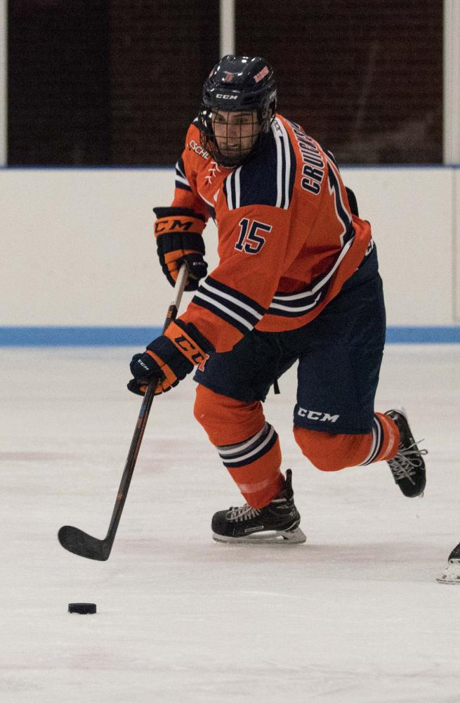 Eric+Cruickshank+%2815%29+reaches+for+the+puck+to+gain+possession+from+Michigan+State+at+the+Ice+Arena+on+Friday%2C+Sept.+22.+Illini+beat+MSU+4-1.+