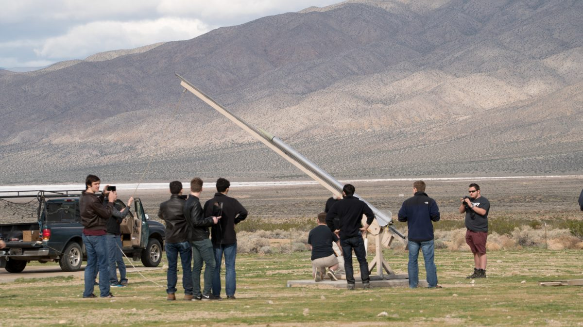 Student+Space+Systems+prepare+to+launch+their+rocket+into+space+from+the+Mojave+Desert+in+California.
