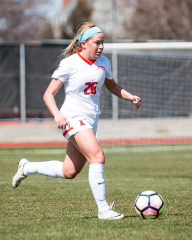 Illinois soccer breaks one streak, continues another