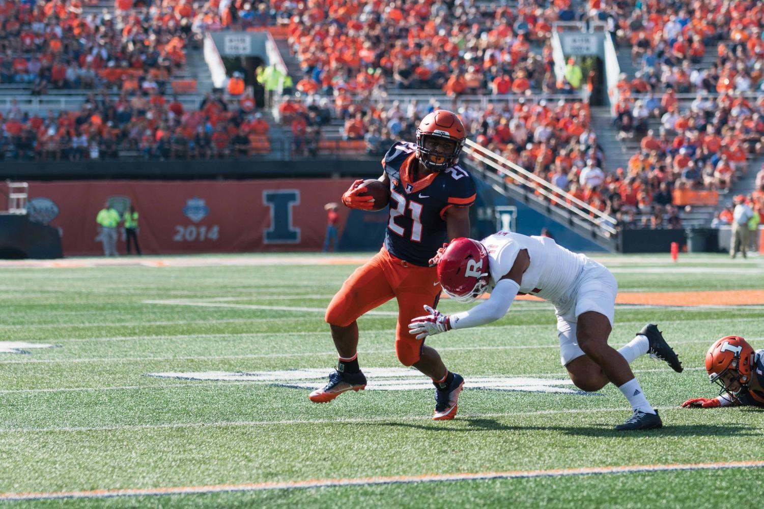 Illinois running back Ra'Von Bonner sweeps past defenders during the game against Rutgers on Saturday, Oct. 24.  The Illini lost 35-24