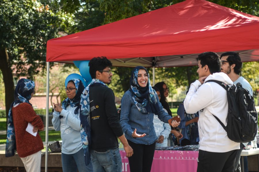 The+Muslim+Student+Association+promotes+%22Wear+a+Hijab+Day%22+to+kick+off+Islam+Awareness+Week+on+the+Main+Quad+on+October+9th.