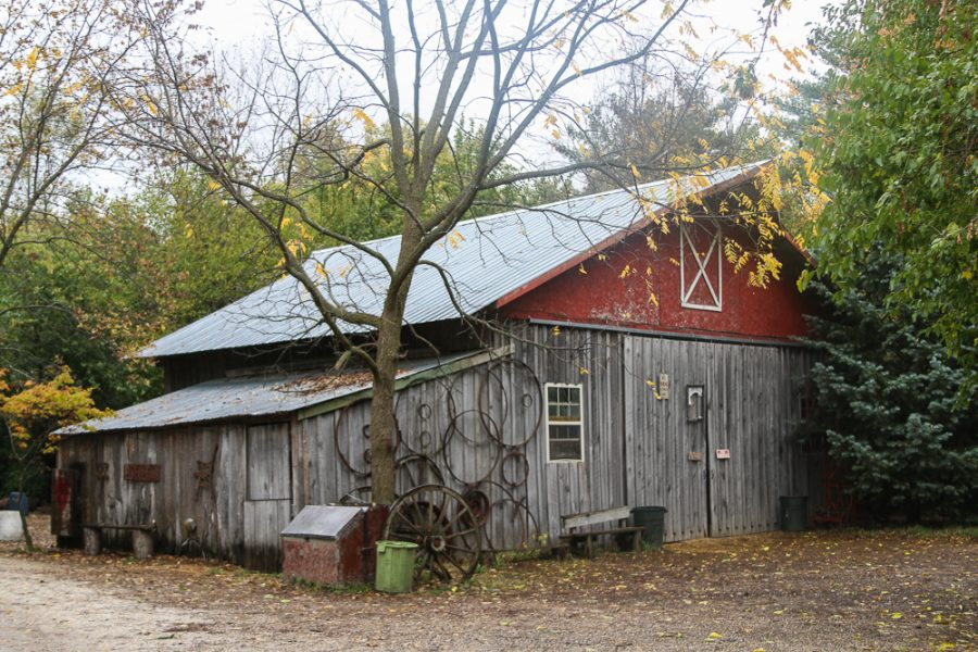 The+west+barn+at+Farm+Lake+tucked+away+at+the+edge+of+Urbana%2C+IL+on+Oct.+24%2C+2017.+Farm+Lake+provides+a+venue+for+over+40+barn+dances+every+year.