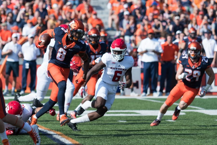 Illinois+wide+receiver+Dominic+Thieman+scrambles+for+yards+during+the+game+against+Rutgers+on+Saturday%2C+Oct.+24.++The+Illini+lost+35-24