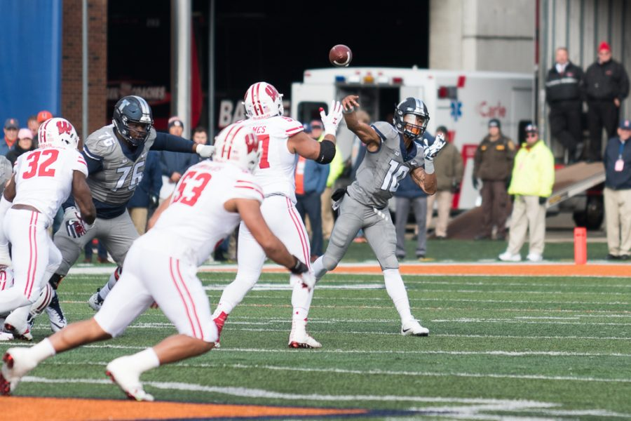 Illinois+quarterback+Cam+Thomas+throws+a+pass+during+the+Homecoming+game+against+Wisconsin+on+Saturday.+The+Illini+lost+24-10.