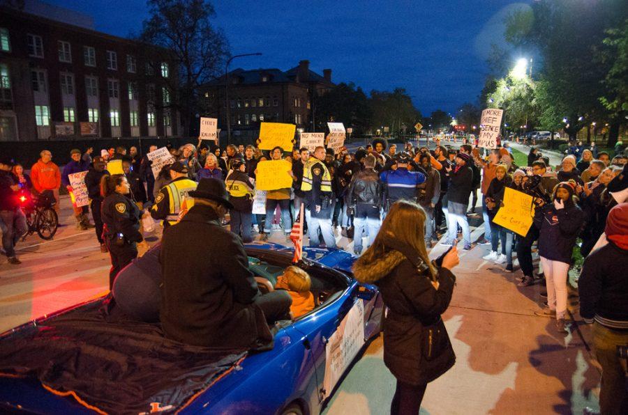 chief-protest-homecoming-parade_ES