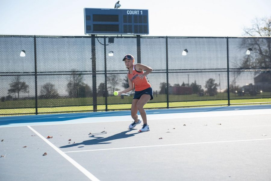 Illinois+women%E2%80%99s+player+Emilee+Duong+hits+a+forehand+at+Atkins+Tennis+Center.+Duong+won+the+ASU+Invite+last+weekend.+The+team+is+proud+of+how+it+ended+its+last+tournament+of+the+season.