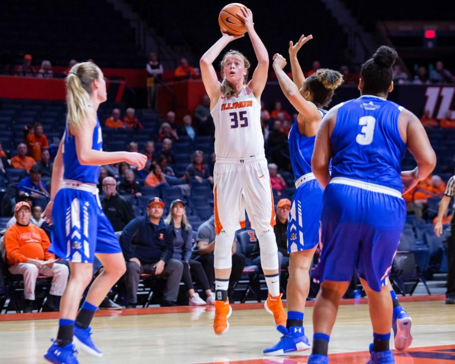 Illinois+forward+Alex+Wittinger+%2835%29+pulls+up+for+a+jumper+during+the+game+against+Fort+Wayne+at+State+Farm+Center+on+Friday%2C+Nov.+10%2C+2017.+The+Illini+won+64-50.