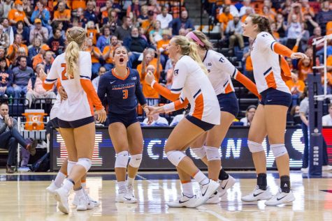 Illinois volleyball moves on to the Sweet 16