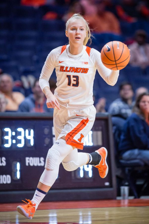 Illinois+guard+Petra+Hole%C5%A1%C3%ADnsk%C3%A1+dribbles+the+ball+down+the+floor+during+the+game+against+Fort+Wayne+at+the+State+Farm+Center+on+Nov.+10%2C+2017.+The+Illini+won+64-50.