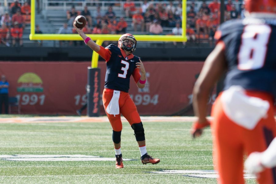 Illinois+quarterback+Jeff+George%2C+Jr.+lobs+a+pass+during+the+game+against+Rutgers+on+Saturday%2C+Oct.+24.++The+Illini+lost+35-24