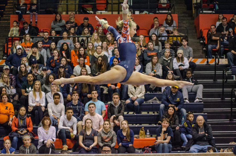 Rachael+Donovan+performs+her+beam+routine+during+Illinois%27+meet+against+Michigan+on+Jan.+19%2C+2018.+Illinois+lost+to+Michigan+194.325+to+194.975.