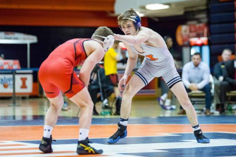 Illinois wrestling dominates Maryland to win tenth-straight at home