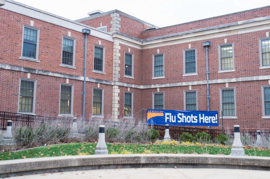 The+outside+of+McKinley+Health+Center+located+at+1109+S.+Lincoln+Avenue+on+Dec.+4%2C+2017.+The+center+offers+student+with+free+flu+shots.