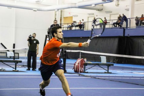 Men's tennis splits the weekend