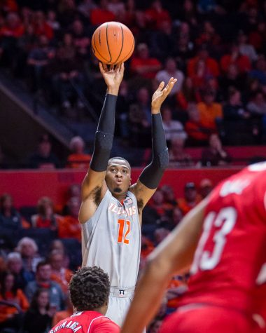 Illinois Basketball hangs on late for Senior Day victory