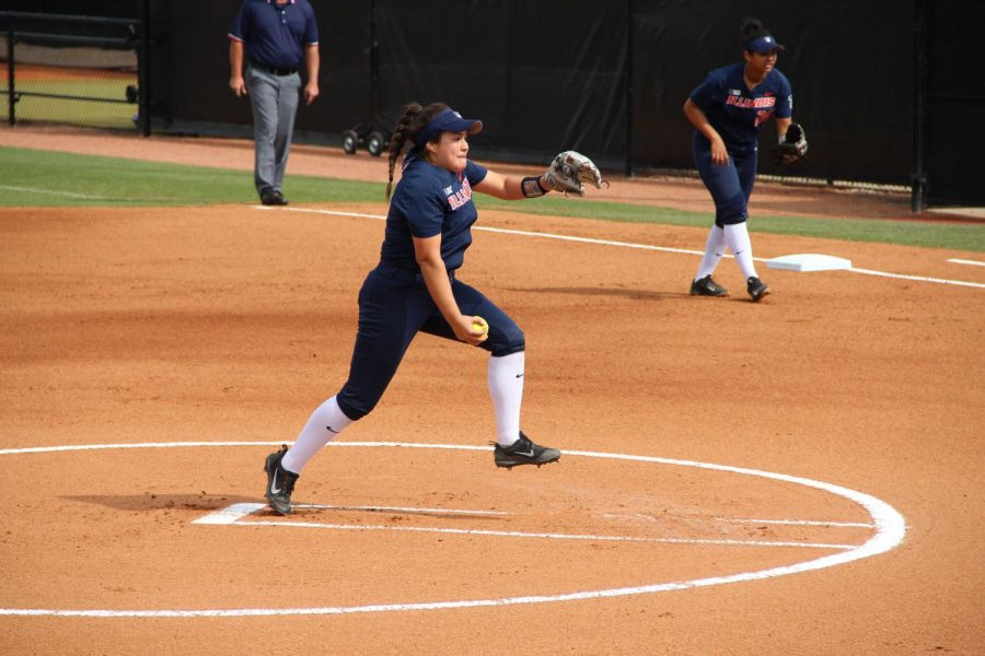Junior+Emily+Oestreich+pitches+for+Illinois.+Oestreich+recently+moved+from+California+and+is+adjusting+to+being+on+such+a+large+campus%2C+but+she+finds+comfort+in+her+new+teammates.