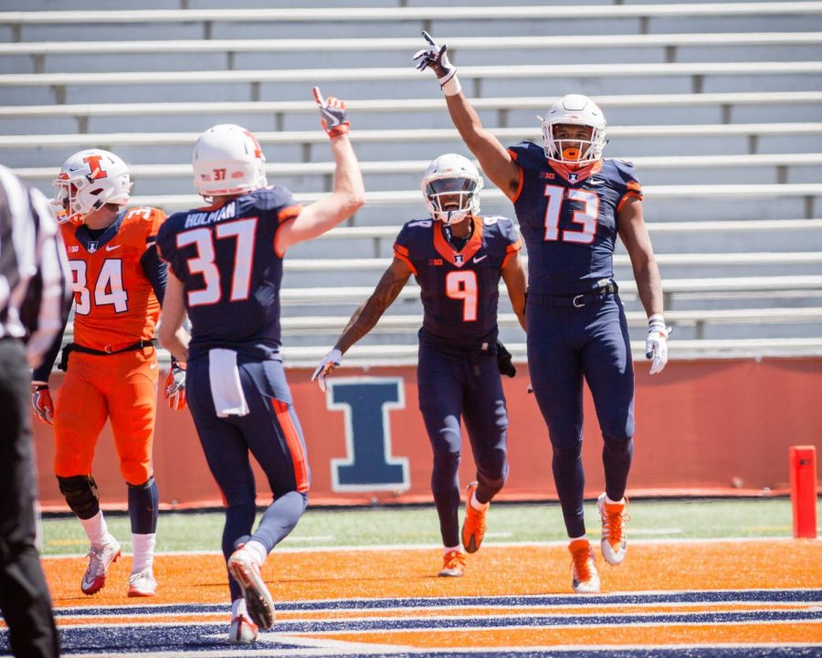 Illinois+football+held+an+open+spring+practice+on+Sunday.+Community+members+came+to+watch+the+team+run+through+practice+drills+and+a+scrimmage
