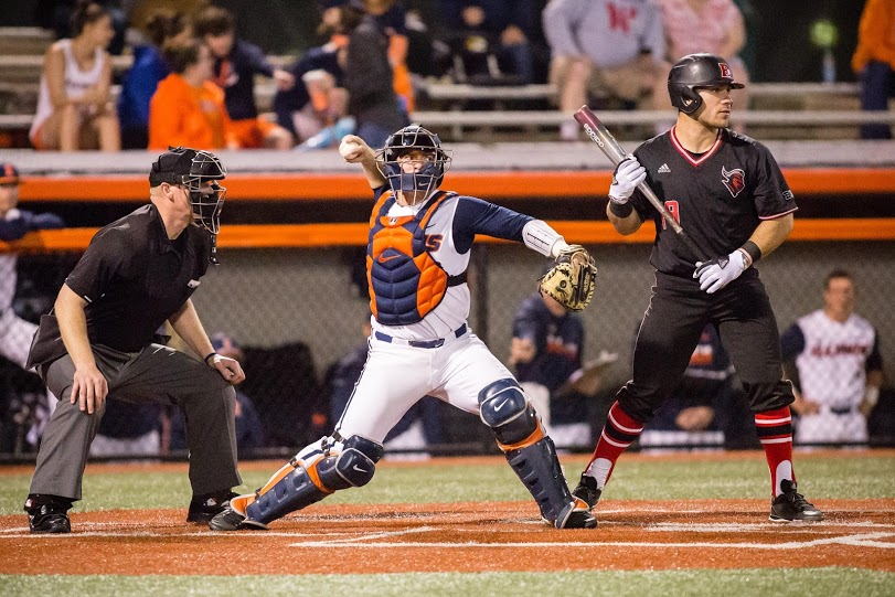 Illinois+catcher+Jeff+Korte+%2832%29+throws+to+second+during+the+game+against+Rutgers+at+Illinois+Field+on+Friday%2C+April+13%2C+2018.
