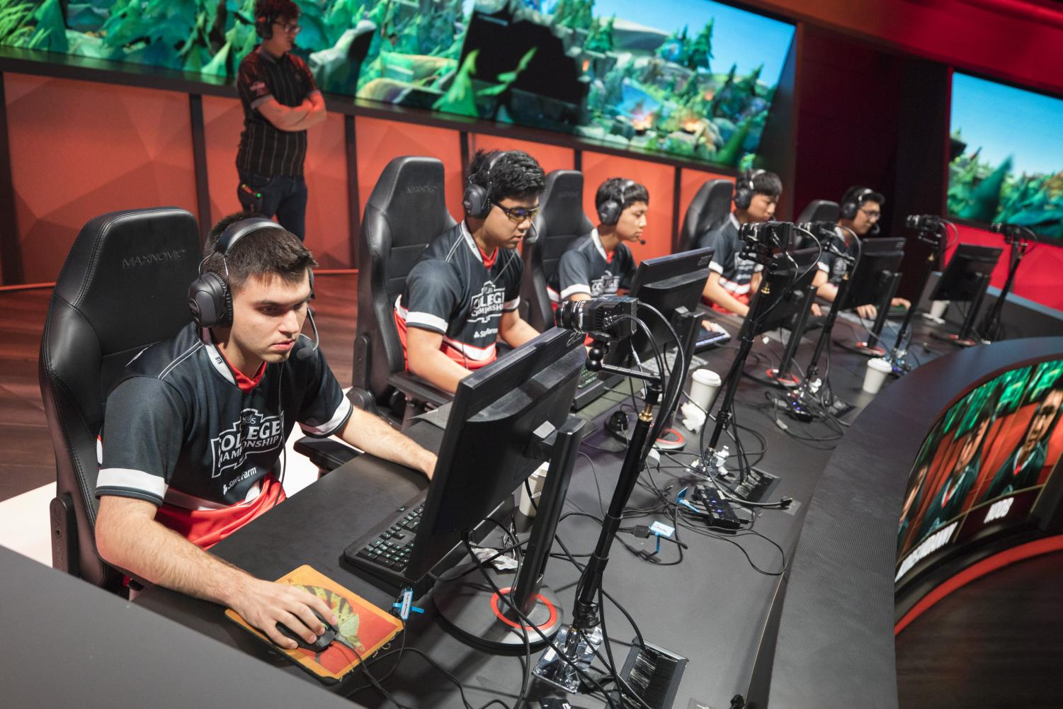 The Illini playing Maryville at the League of Legends College Championships in Los Angeles. Illinois will take on No. 5 seed Columbia in the semifinals on Saturday at 2 p.m. central time.