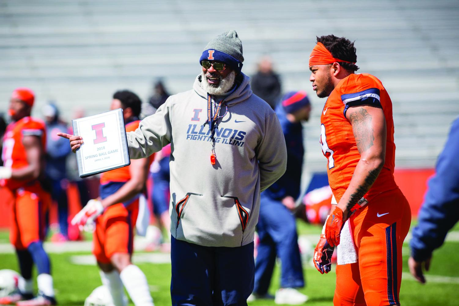 Illinois head coach Lovie Smith talks with linebacker Dele Harding (9) before the spring scrimmage at Memorial Stadium on Saturday, April 7, 2018.