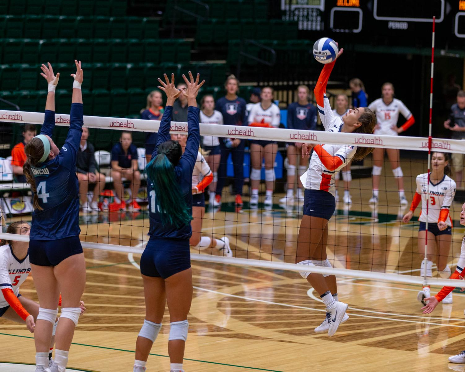 Illinois volleyball played against the University of North Carolina-Wilmington at the Colorado State Torunament on Friday. The Illini won 3-0 and went on to sweep the tourney as the team looks to expand on a 2017 season that took them to the Sweet 16.